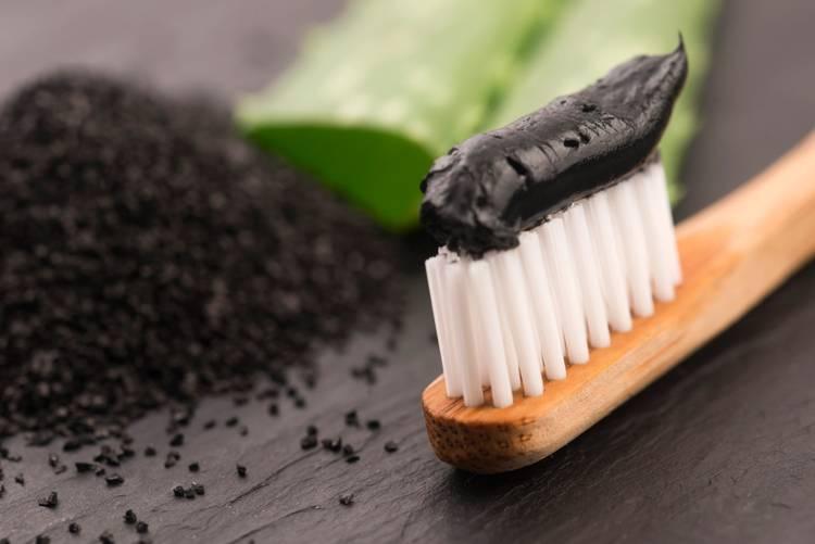Czarna pasta do zębów z węglem aktywowanym